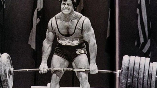 Bodybuilding-vs-Powerlifting-Deadlift