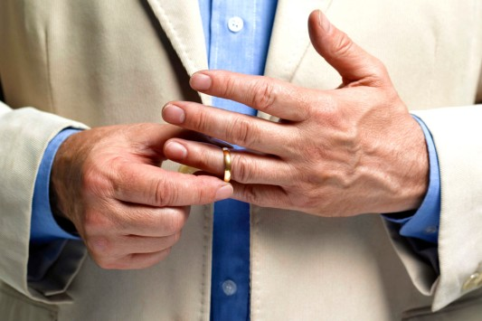 Cheating (removing ring)